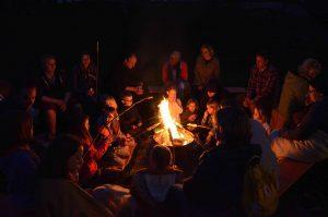 Lagerfeuer während des Familien-Wochenendes im Kloster Gerleve